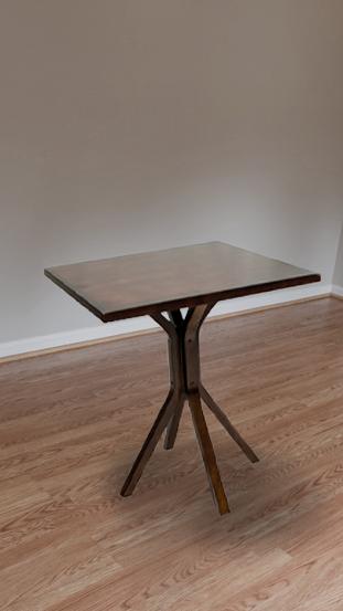 Mesa em madeira maciça da Dellart